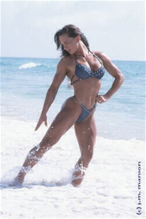 female bodybuilders smoking picture 3