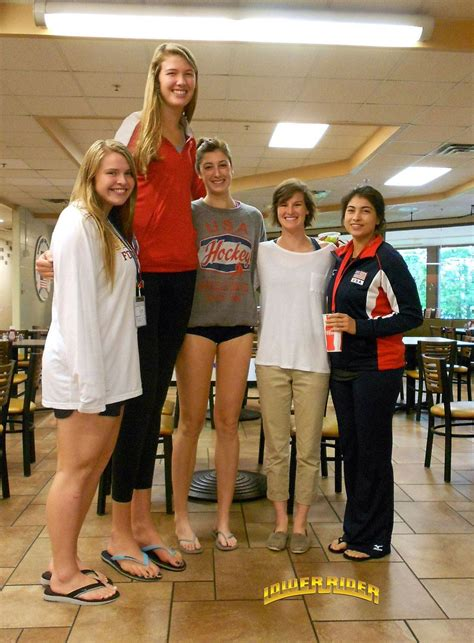 very tall women stories picture 10