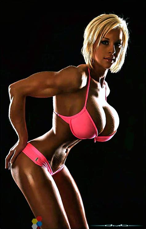 akila pervis breast job picture 10