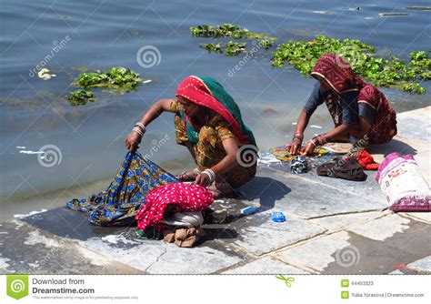 indian women washing cloth picture 6