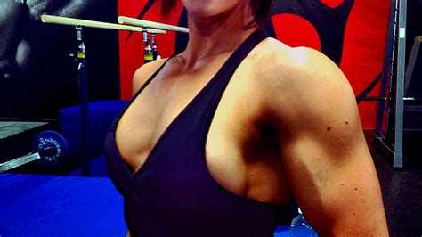 breast augmentation under muscle picture 4