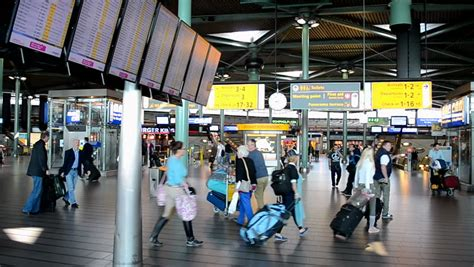 smoking in amsterdam airport in 2014 picture 3