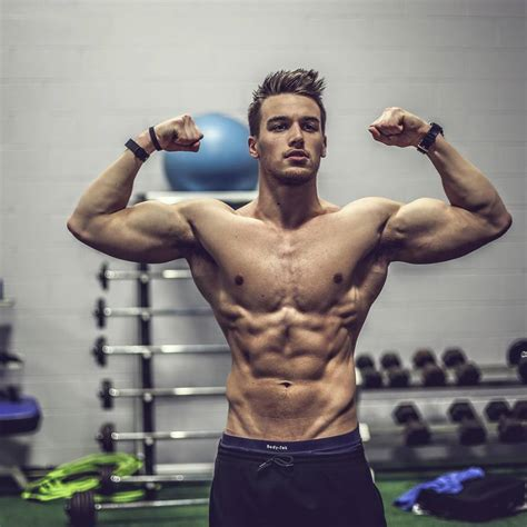 febuary 2015 male fitness model picture 5