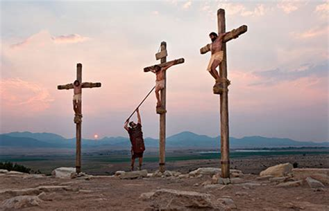 women being crucified picture 13