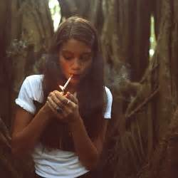 women who like to smoke y picture 17
