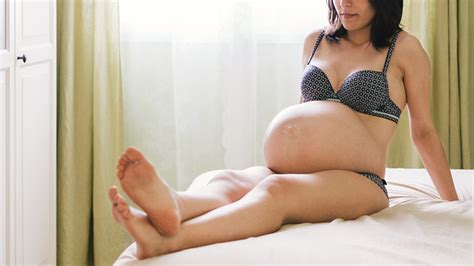 japan pregnant mom picture 2