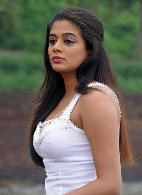 tamil actress priyaman mms picture 7