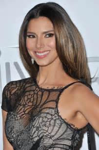 roselyn sanchez with lipgloss on picture 5
