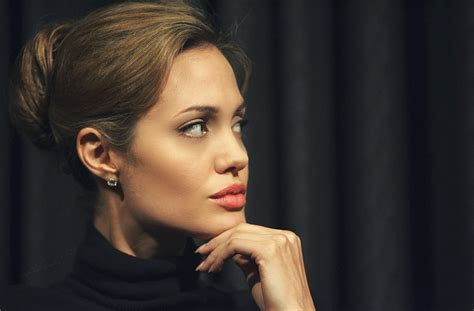 angelina joli lips are they real picture 3