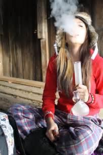 girls smoke marijuana picture 3