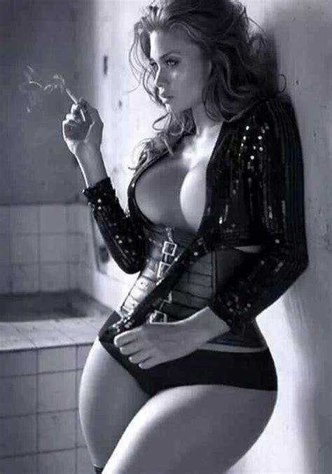 women who like to smoke sexy picture 13