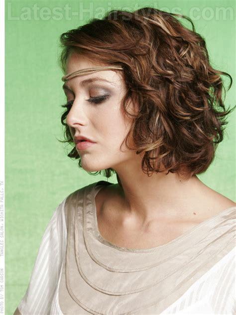 medium length wavy hair picture 3