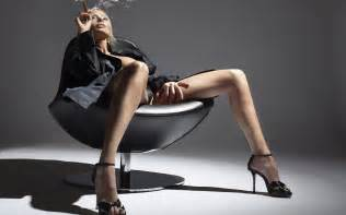 women who like to smoke sexy picture 2