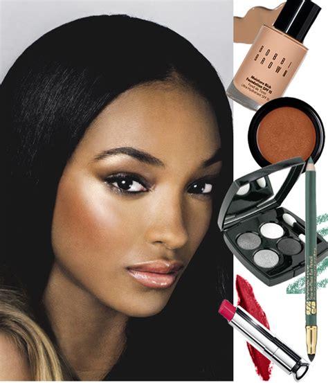 applying make up dark skin picture 9