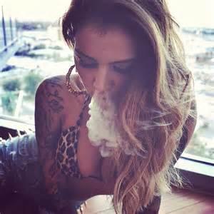 women who like to smoke sexy picture 11