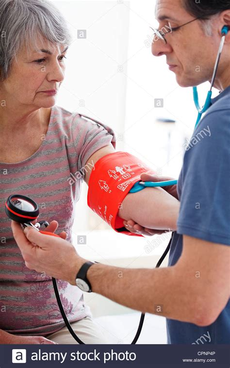 Extremes in blood pressure in elderly people picture 8