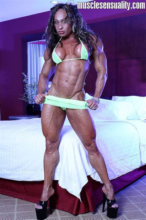 female bodybuilder for muscle posing sessions picture 9
