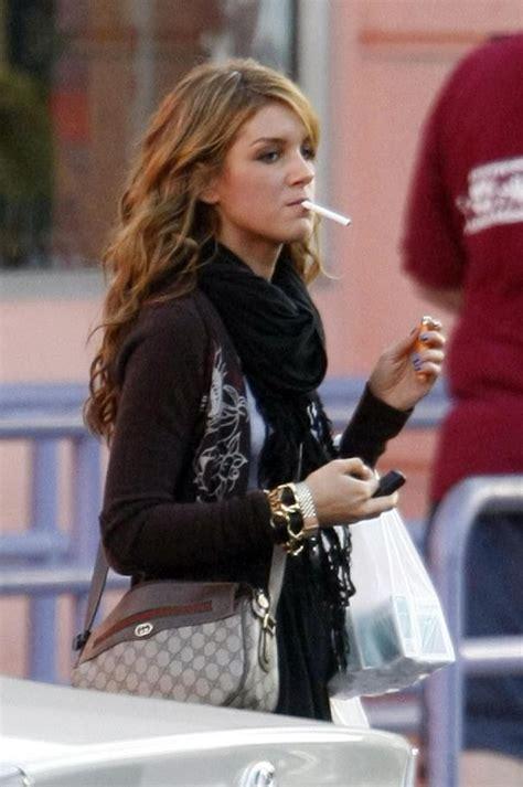 celebrity women that smoke picture 2