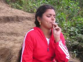 sexy indian women who smoke picture 5