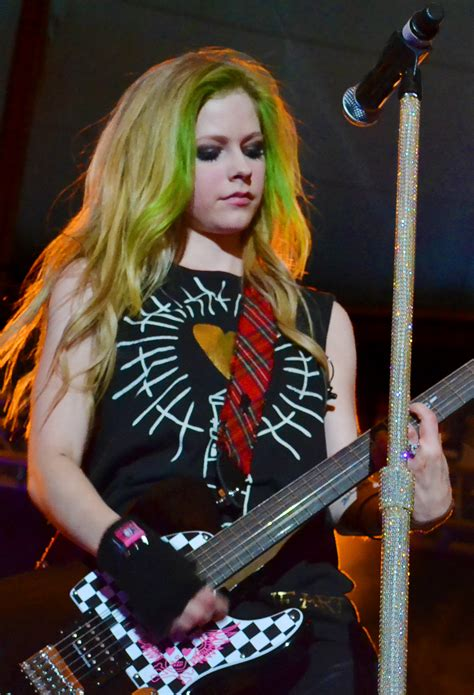 avril lavinge hair styles picture 14