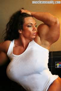 insanely huge female muscle morphs picture 1