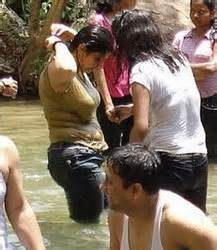 women of indian taking gang bath picture 17