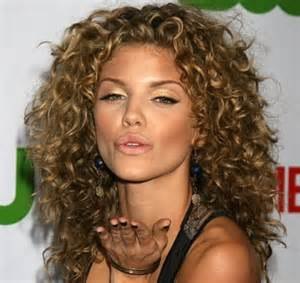 curly hair hairstyles picture 18