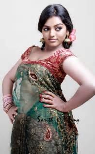 vodafone comedy star hot anchor meera navel touch picture 15