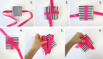 how to tie a ribbon in a horsetail picture 1