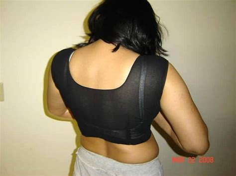 fat aunty lifts her saree to show her picture 2