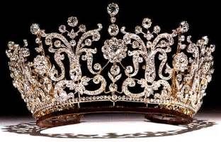 crowns on h picture 7