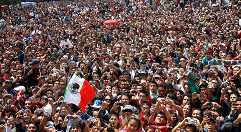 how many people are in mexico picture 1