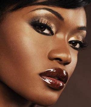 applying make up dark skin picture 2