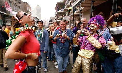 women men flashing street festables picture 9