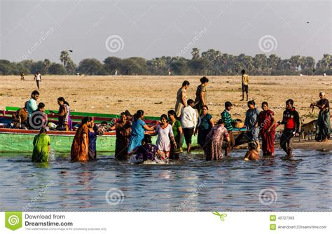 ladies taking bath in holy rivers in xossip picture 10