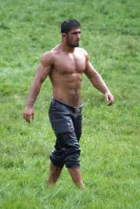 muscle arabs barefoot picture 11