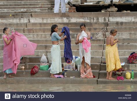women of indian taking gang bath picture 4
