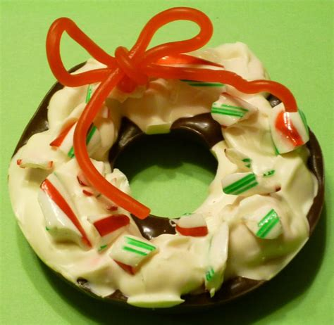 peppermint cookie wreath picture 5