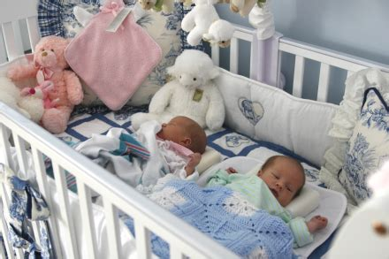 can i sleep twins in the same crib picture 3