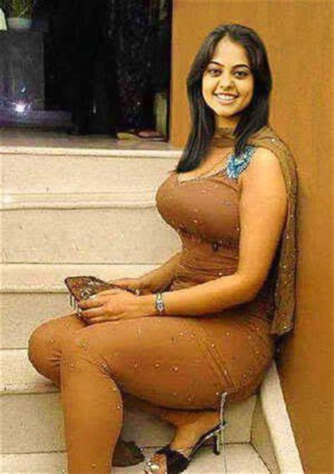 bhabi ki badi back side salwar k bich pic picture 7