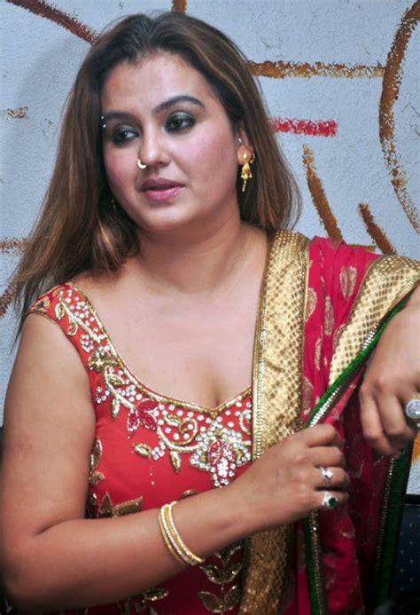 malayalam aunty actress picture 15