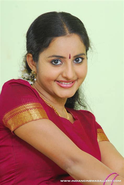 malayalam aunty actress picture 3