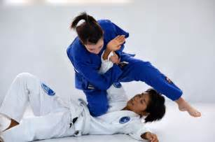 woman using joint lock move on man picture 4