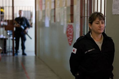 female guards male inmates picture 5