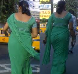 saree side view by aunties in the street picture 6