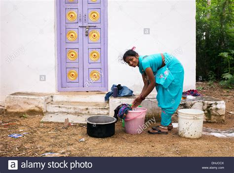 indian women washing cloth picture 2