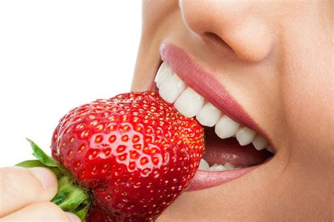 whiten teeth with strawberry picture 3