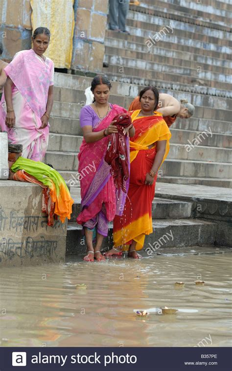 indian women washing cloth picture 10