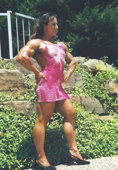 female bodybuilder for muscle posing sessions picture 1