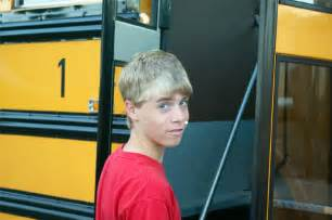 boys touch bus picture 13